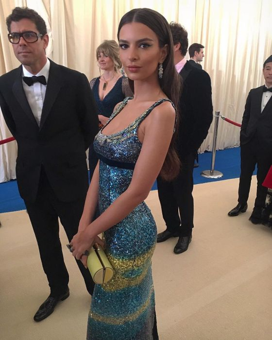 Emily Ratajkowski Is Too Sexy For Her Own Good (21 pics)