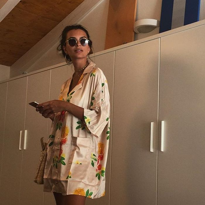 Emily Ratajkowski Is Too Sexy For Her Own Good (21 pics)