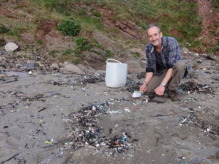 Man Gathers 35 Bags Of Plastic Garbage At Tregantle Beach (22 pics)