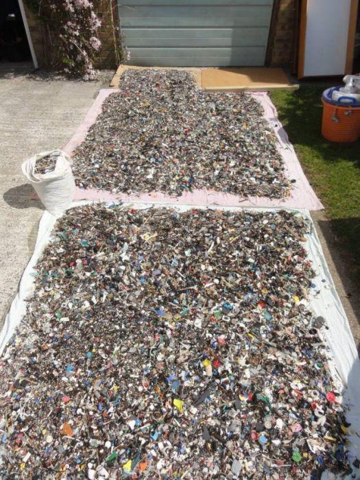 Man Gathers 35 Bags Of Plastic Garbage At Tregantle Beach (22 pics)