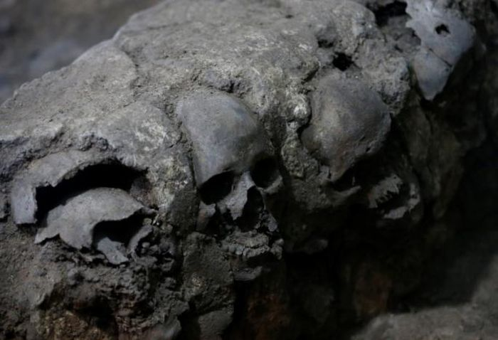 Pyramid Of Skulls Discovered In Mexico City (3 pics)