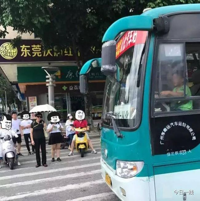 Young Boy Goes On Joyride After Stealing Bus In Guangzhou (2 pics + video)