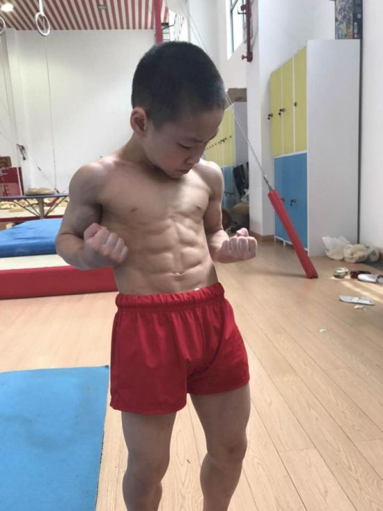 Seven Year Old Chinese Kid Shows Off His Eight Pack After Winning Medals (4 pics)