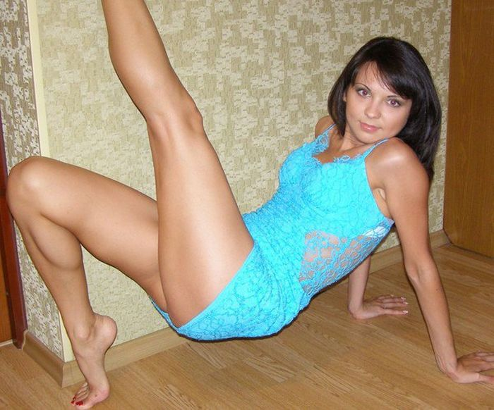 Hot Girls Love To Strike A Pose (25 pics)