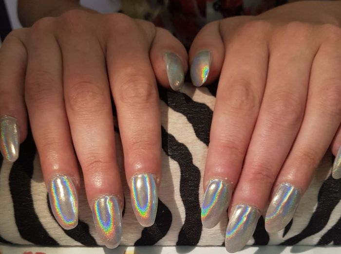 Woman Asked For A Round Manicure And Everything Got Messed Up (4 pics)