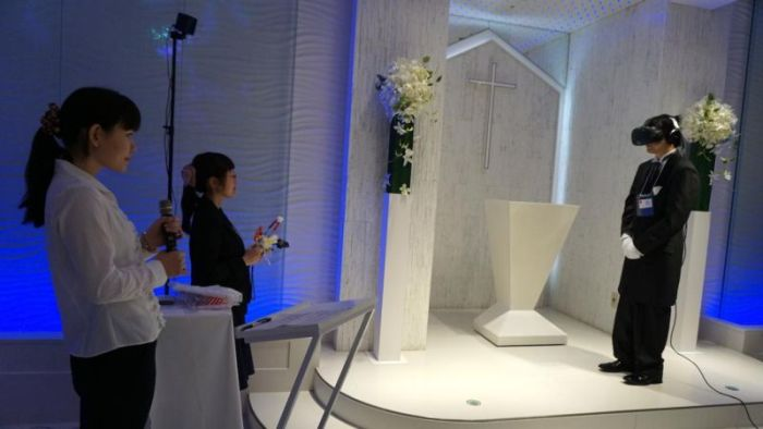 Japanese Gamer Gets Married In Virtual Wedding (4 pics)