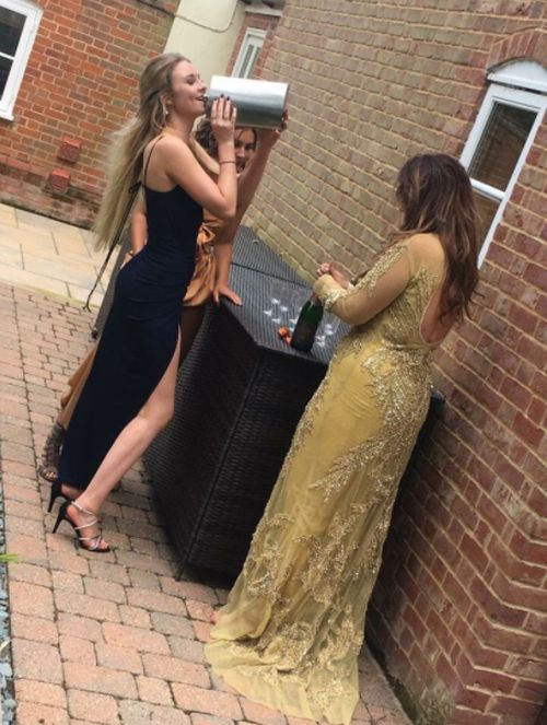 Girl Gets Away With Bringing A Giant Flask To The Prom (3 pics)