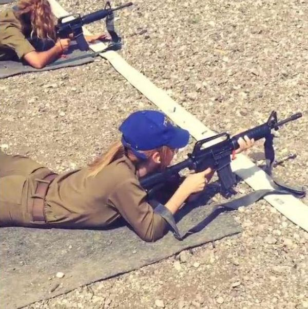 Sexy Israeli Soldier Takes The Internet By Storm With Saucy Snaps (12 pics)