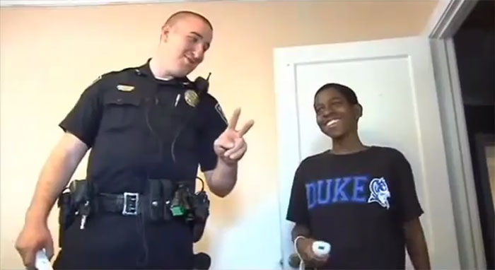 Man Proves That Good Cops Still Exist (5 pics)