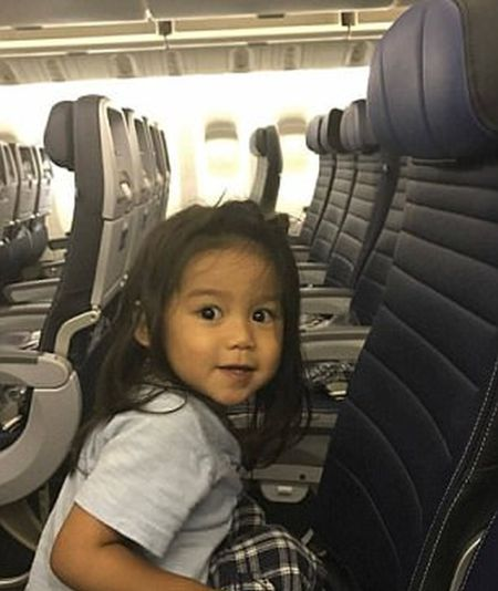 Mother Is Furious At United Airlines (4 pics)