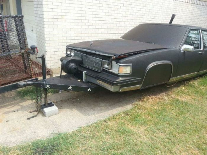 This Cadillac Is Actually A Grill (6 pics)