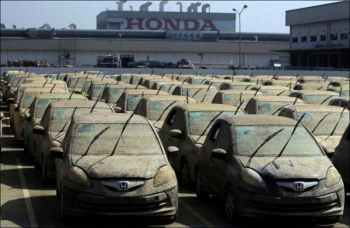 Honda Destroys Thousands Of Cars (7 pics)
