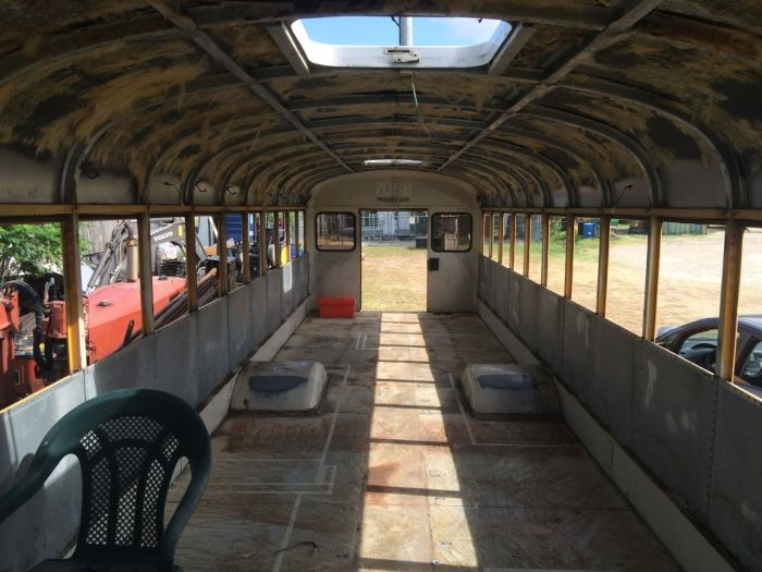 Old School Bus Gets Turned Into A House On Wheels (19 pics)