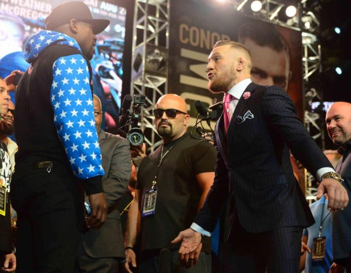 Conor McGregor Taunts Floyd Mayweather With Custom Suit (2 pics)