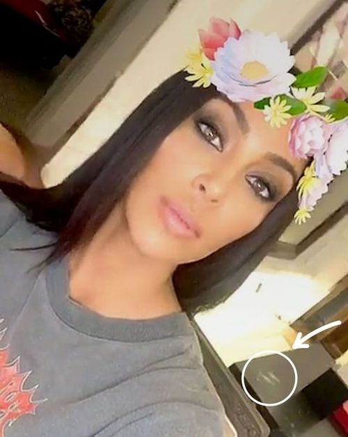 Kim Kardashian Caught Doing Drugs On Snapchat (2 pics)