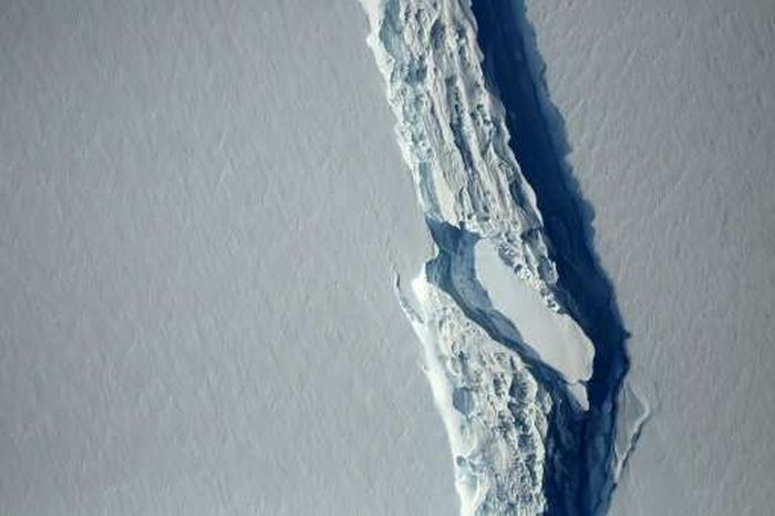 One-Trillion Ton Iceberg Breaks Off From Antarctica (5 pics)