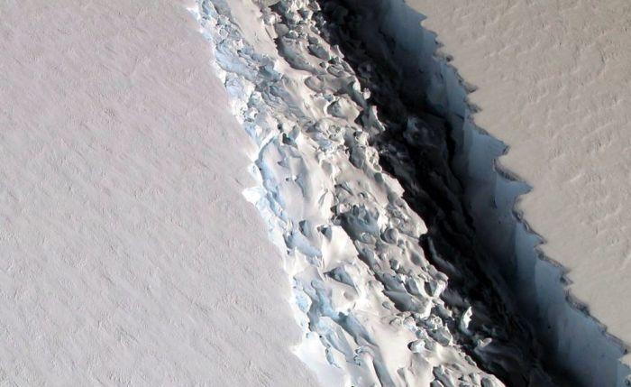 One-Trillion Ton Iceberg Breaks Off From Antarctica (5 pics)