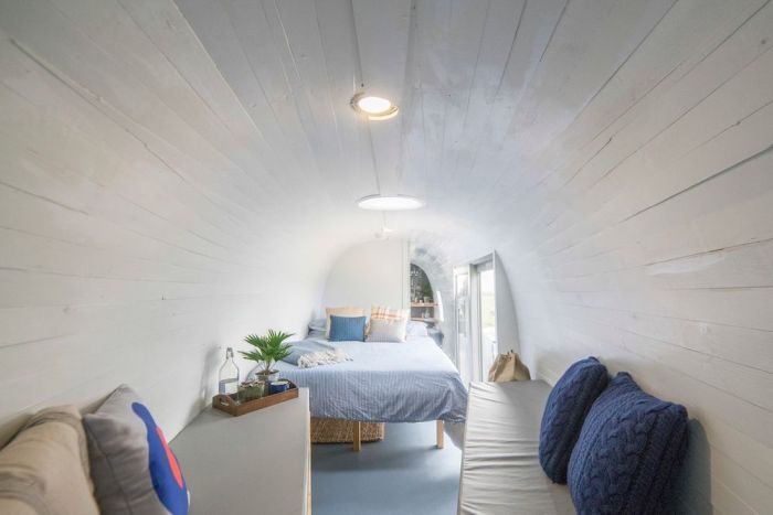 There's A Hotel Room Inside This Helicopter (6 pics)