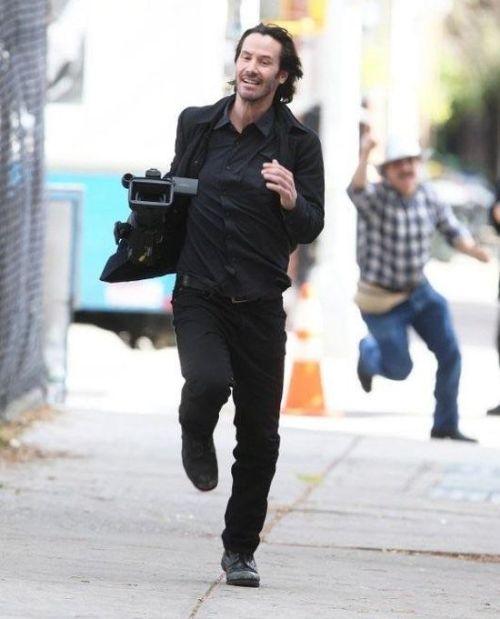 Keanu Reeves Runs Away With Stolen Paparazzi Camera (4 pics)