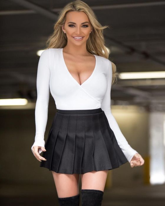 Short Skirts Are The Best Thing About Summer (34 pics)