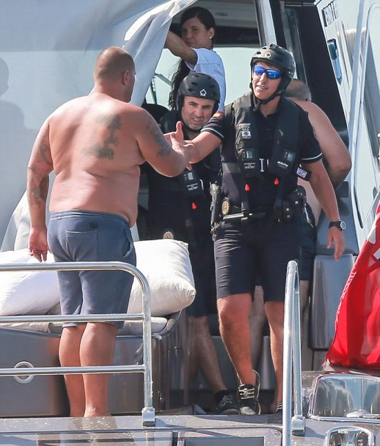 Cristiano Ronaldo's Yacht Boarded By Armed Customs Officers (7 pics)