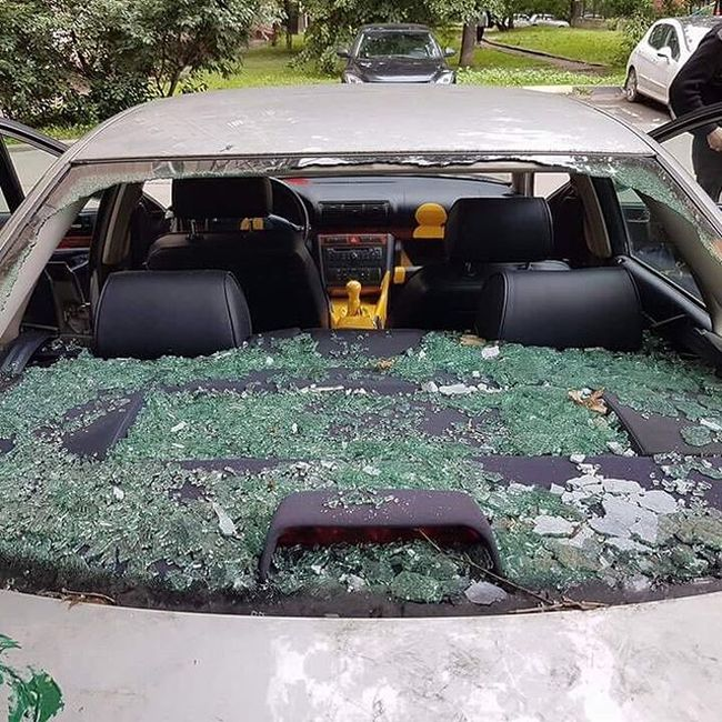 Car Destroyed By Paint Cans In Moscow (4 pics)