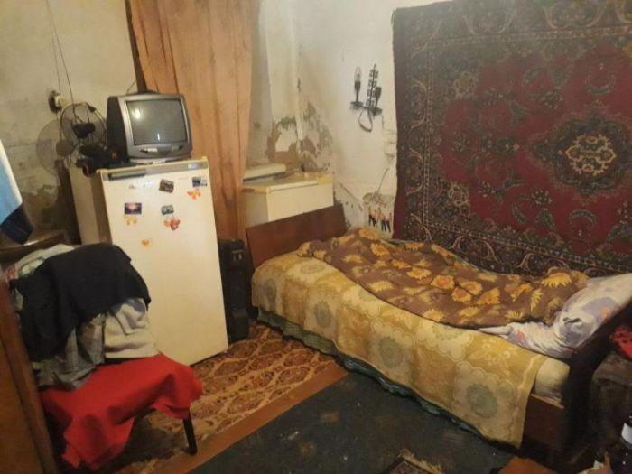 Modest Housing In The Center Of Kharkov (4 pics)