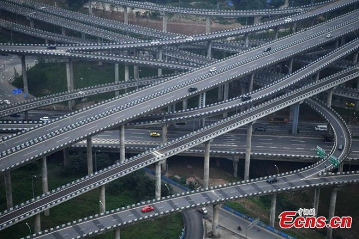 The City Of Chongqing In China Has Crazy Roads (4 pics)