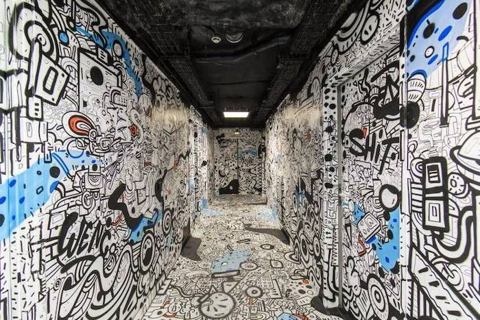 Hostel Painted By One Hundred Street Artists (15 pics)