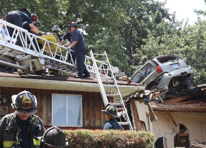 Off Road Car Crashes Through The Roof Of A House (5 pics)