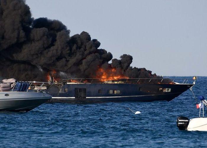 Luxury Yacht Catches Fire In Saint Tropez (3 pics)