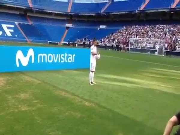 Real Madrid's New Signing Theo Hernandez Fails at Kick-Ups
