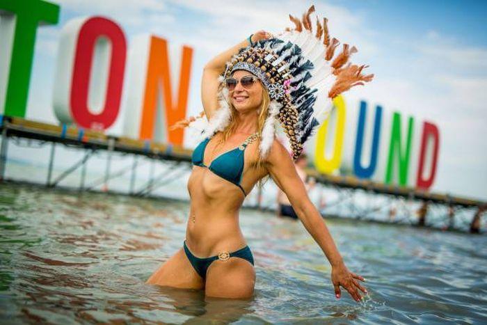 Hot Bikini Babes That Will Make You Wish You Were At The Beach (45 pics)