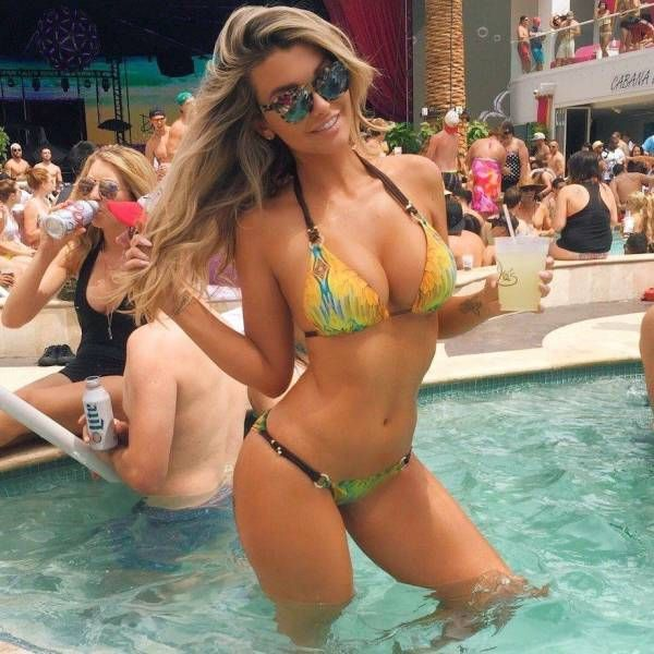 Hot Bikini Babes That Will Make You Wish You Were At The Beach (45 pics)