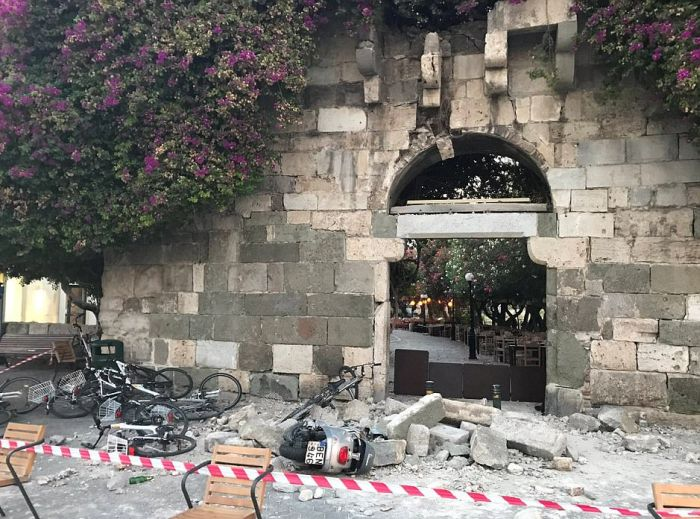 Earthquake Causes Destruction In Turkey (23 pics)
