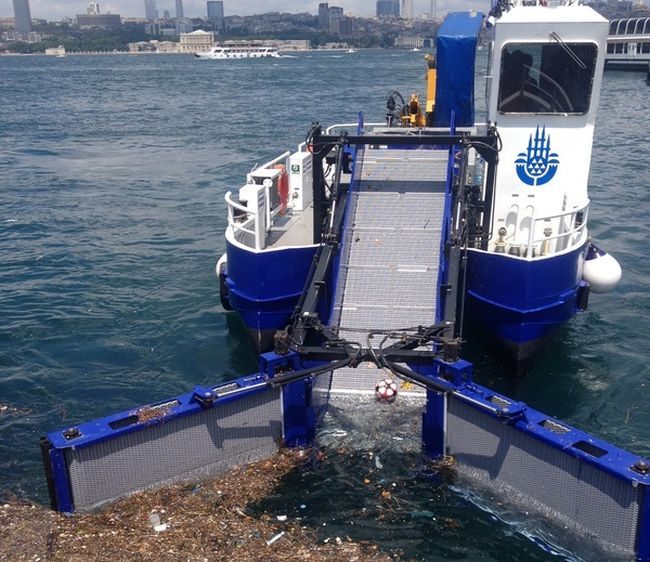 Cleaning Works On The Coast Of The Bosphorus (5 pics)