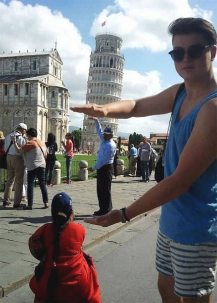 Tourists Who Took Awesome Photos With The Leaning Tower Of Pisa (39 pics)