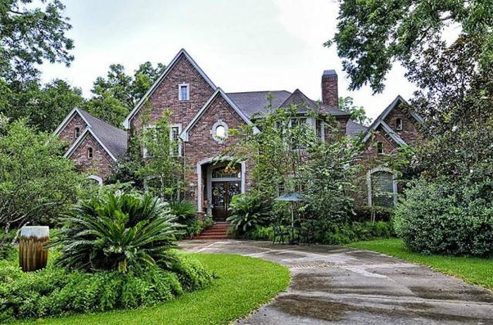 Home For Sale In Houston (22 pics)