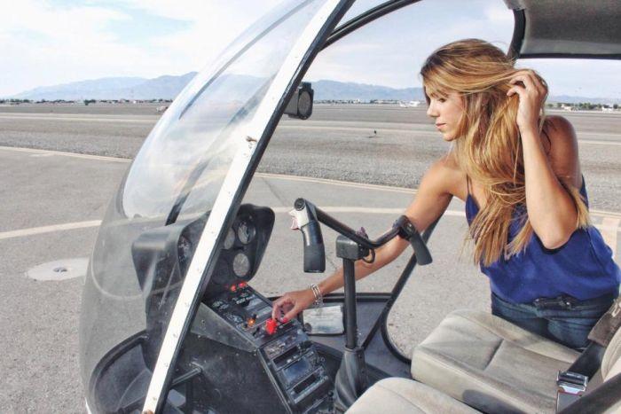 Hot Helicopter Pilot Luana Torres (17 pics)