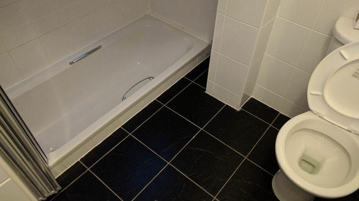 Hotel Room Has Bath Tub In An Odd Spot (3 pics)