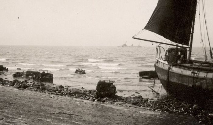 Haunting Photos Offer A Glimpse Of Soldiers Who Never Escaped Dunkirk (21 pics)