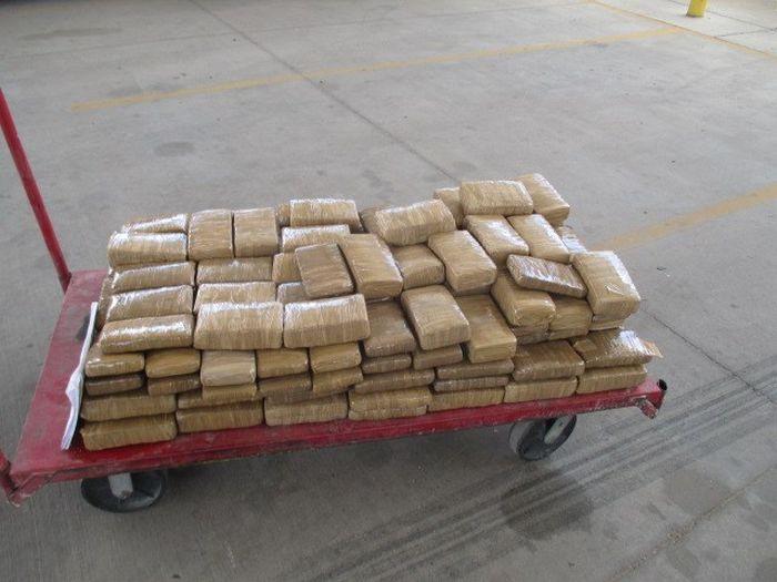 Customs Officers Seize 300 Pounds Of Marijuana (2 pics)