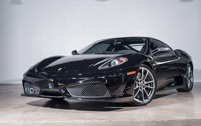 Driver Wrecks New Ferrari Just One Hour After Buying It (3 pics)