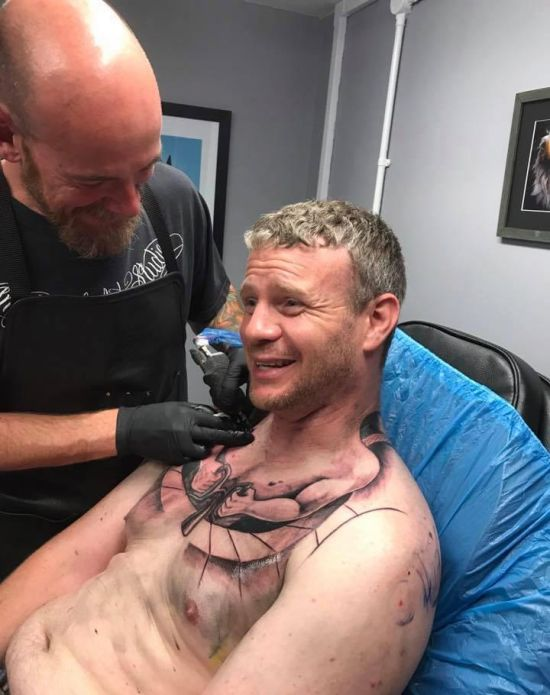Trucker's New Chest Tattoo Gets Shared Over A Million Times On Facebook (3 pics)