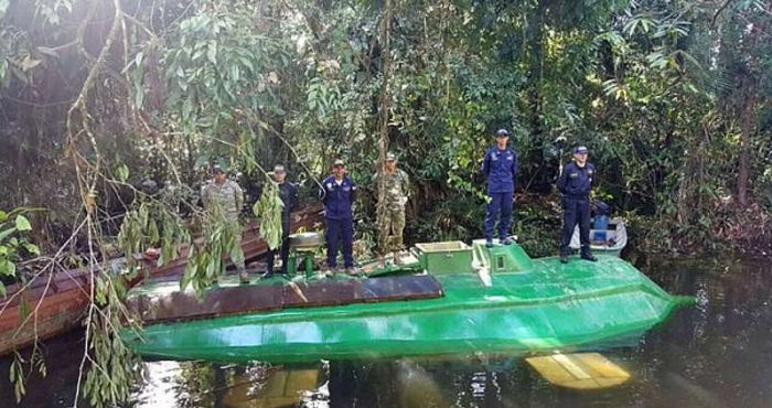 Colombian Army Seizes Submarine Carrying Four Tons Of Cocaine (4 pics)
