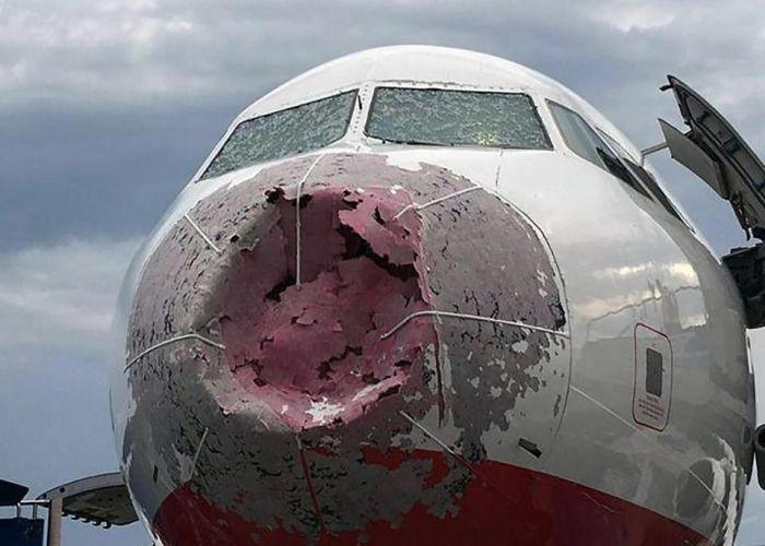 Pilot Makes Dramatic Emergency Landing Blind (3 pics)