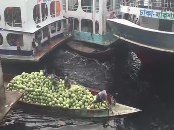 Boat Traffic in Bangladesh