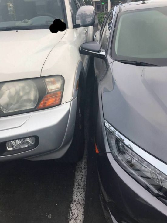 Guy In SUV Finds Perfect Parking Spot (5 pics)
