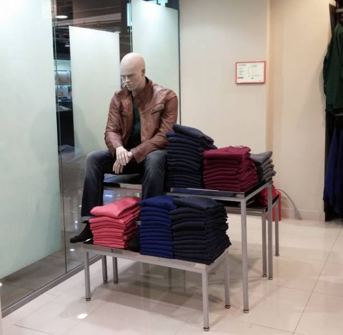Mannequins Who Have A Life Of Their Own (18 pics)