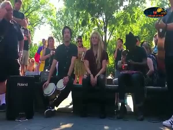 Shakira Sings With a Street Band